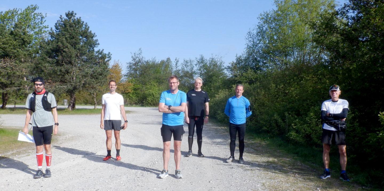 Startfoto med løbere der holder afstan